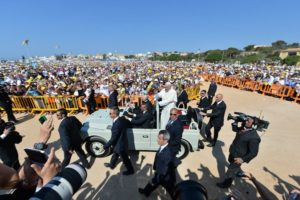 pope-on-lampedusa