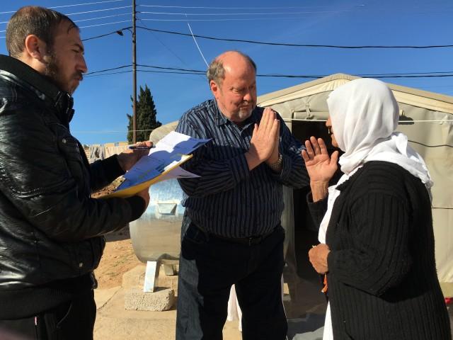 Bob prays with Yazidi widow, made by ISIS!
